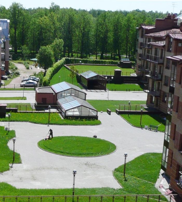 Гостинично-развлекательный комплекс в г.Пушкин. Строительство комплекса мансардных, плоских, зеленых, эксплуатируемых кровель на объекте , в том числе подземного паркинга.
